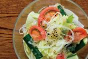 レタスと新玉ねぎのサラダ